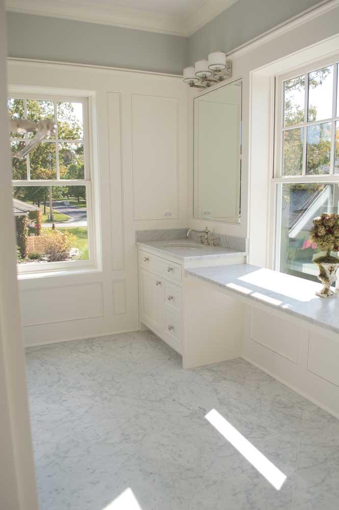 Bianco Venatino Master Bath 001